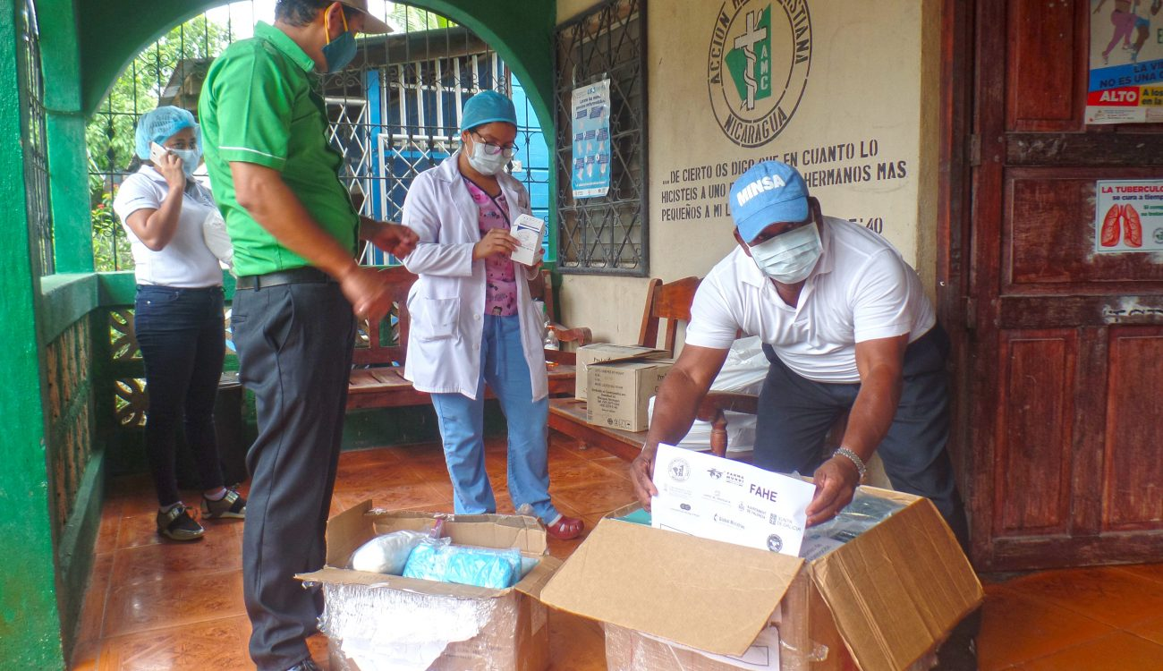 Suministros EPI para personal sanitario en Nicaragua.